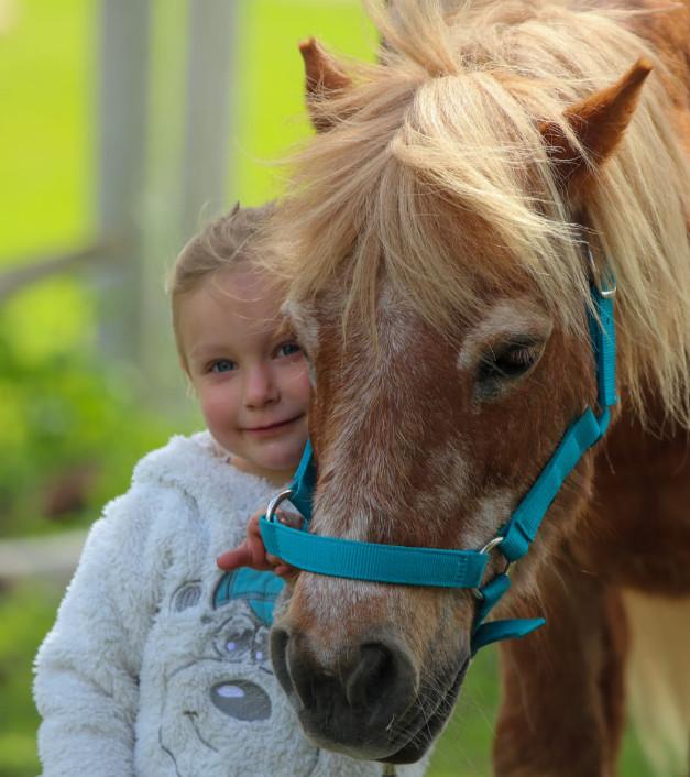 Talking_Horse_Farm_Schwegenheim_Ponyreiten